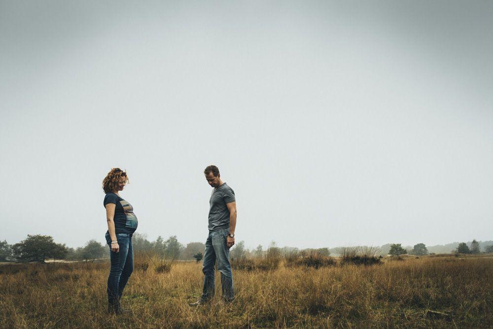 stoere originele zwangerschapsfotografie op locatie
