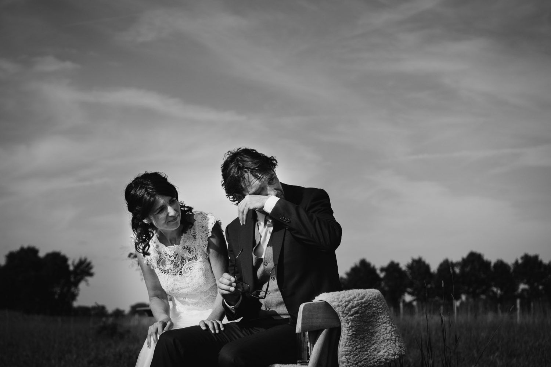 journalistieke bruidsreportage bruidegom huilt