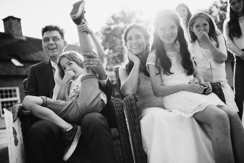 trouwen met kinderen buitenbruiloft fotograaf journalistiek