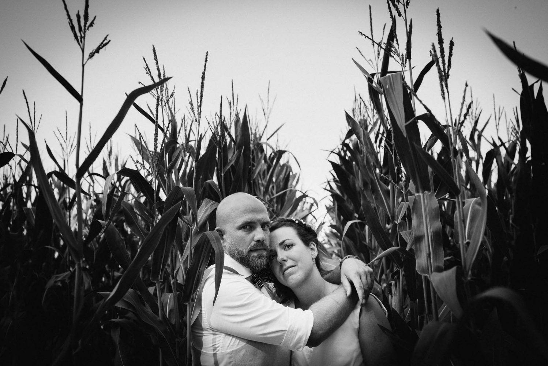 bijzondere bruidsfotografie fotoshoot bruidspaar meisveld