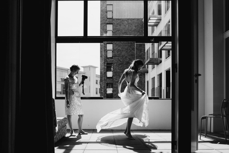 spontaan dansje bruid journalistieke bruidsreportage