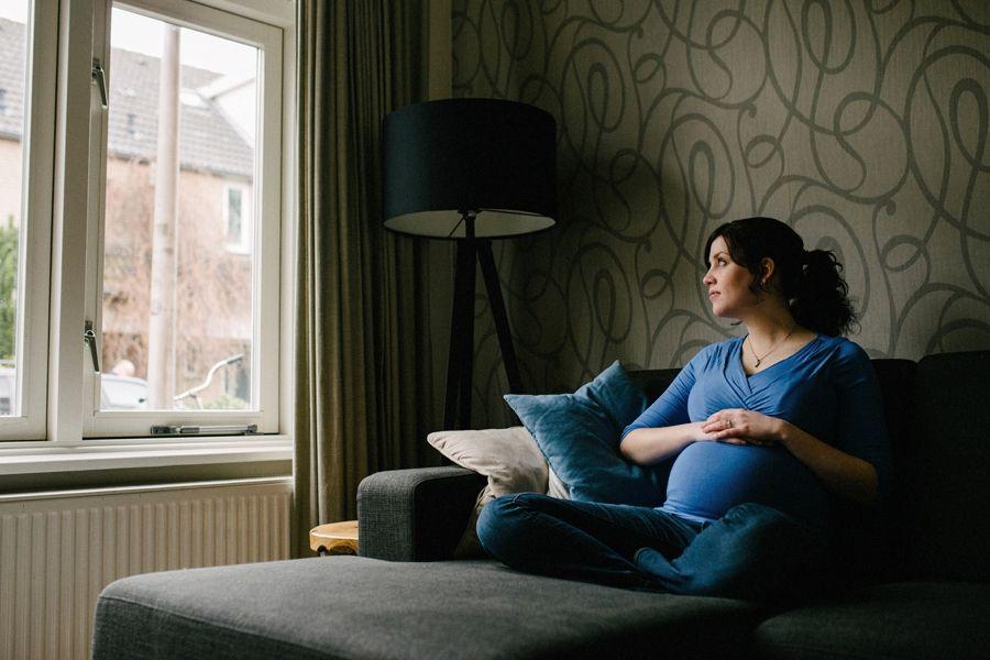artistieke-zwangerschapsfotografie-aan-huis-Eindhoven_0002.jpg