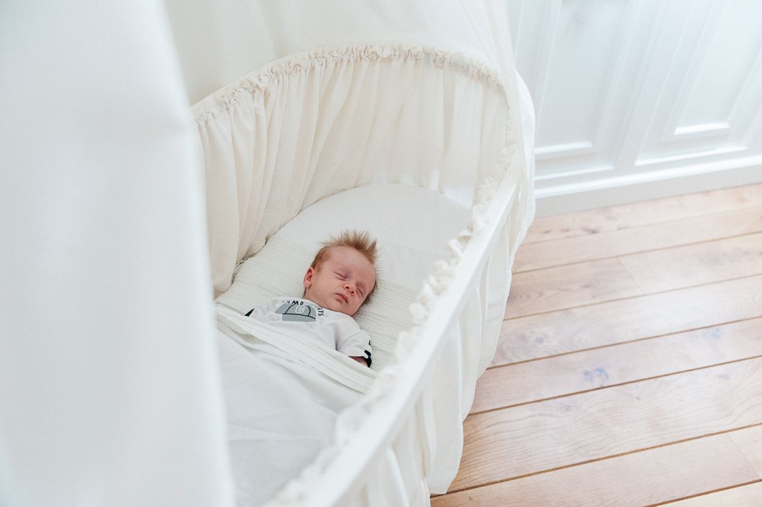 Lifestyle newbornfotografie fotograaf newborn baby