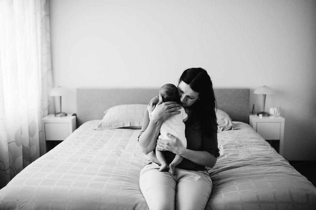 Lifestyle newbornfotografie fotograaf pasgeboren niet geposeerd