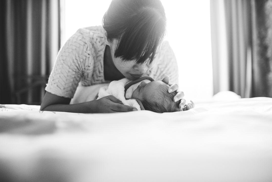 natuurlijke newbornfoto's fotograaf newborn ongeposeerd