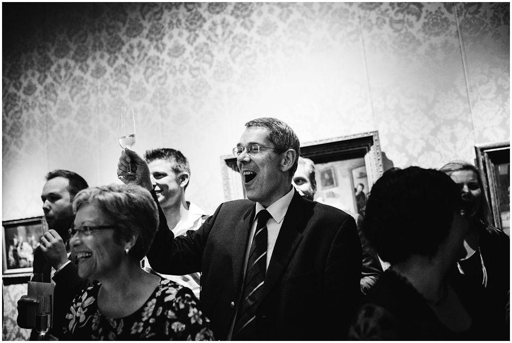 Journalistieke bruidsfotografie fotograaf bruiloft Den Bosch Eindhoven 298.jpg
