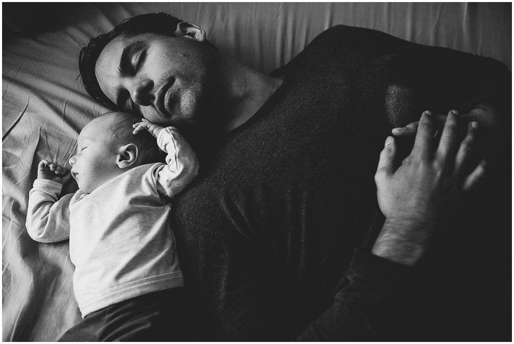 vader met newborn dochter