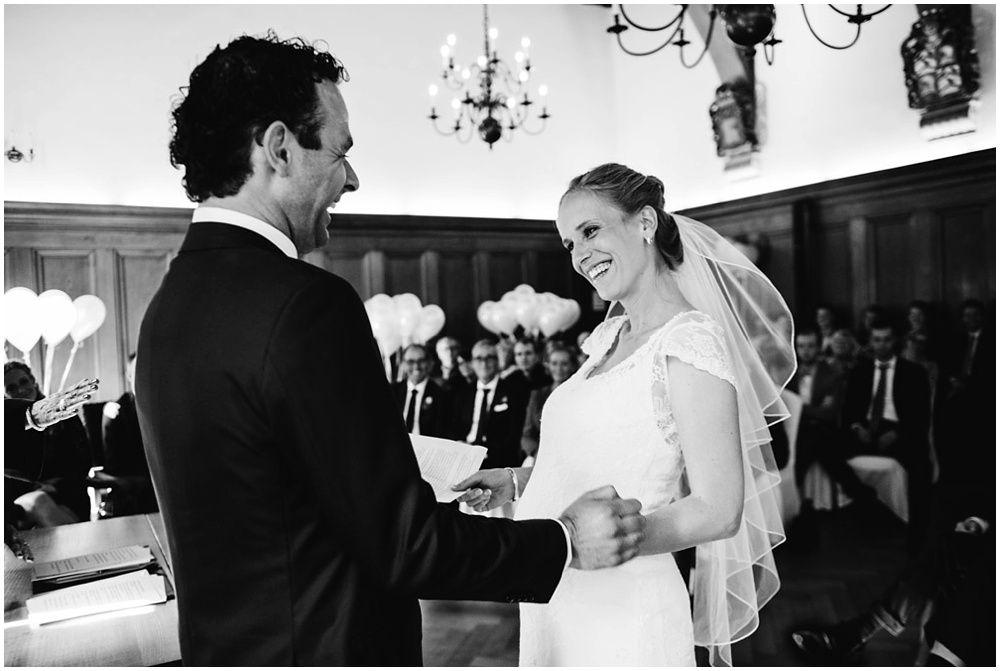 fotograaf bruiloft Eindhoven, journalistieke bruidsfotografie, trouwen in kasteel helmond