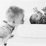 newborn met grote broer foto's