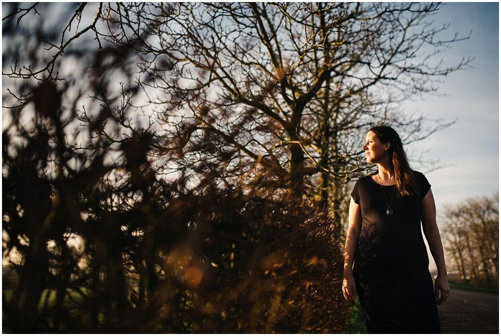 Artistieke zwangerschapsfotografie op locatie 015.jpg
