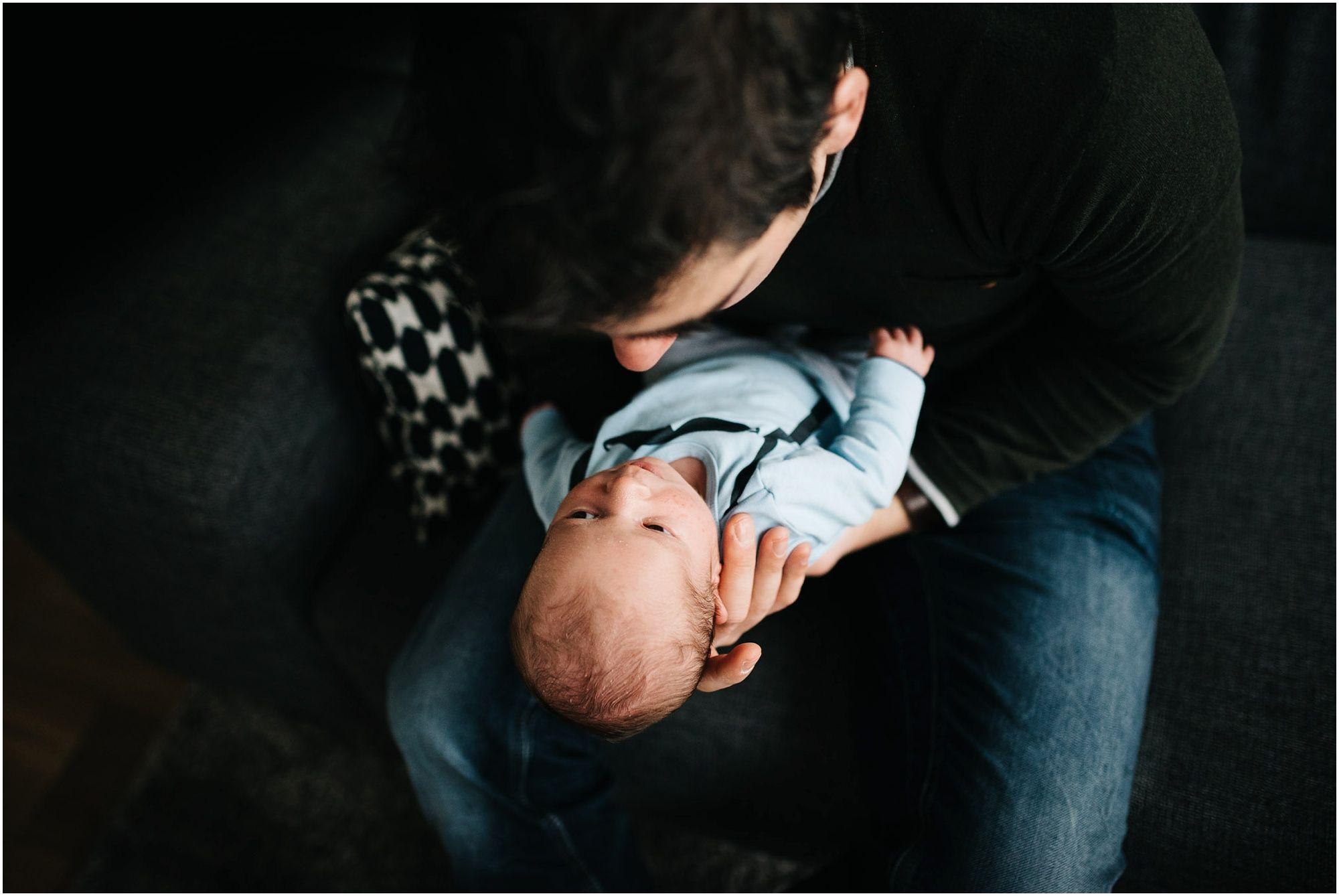 Lifestyle newborn fotograaf Den Bosch ongedwongen newbornfotografie