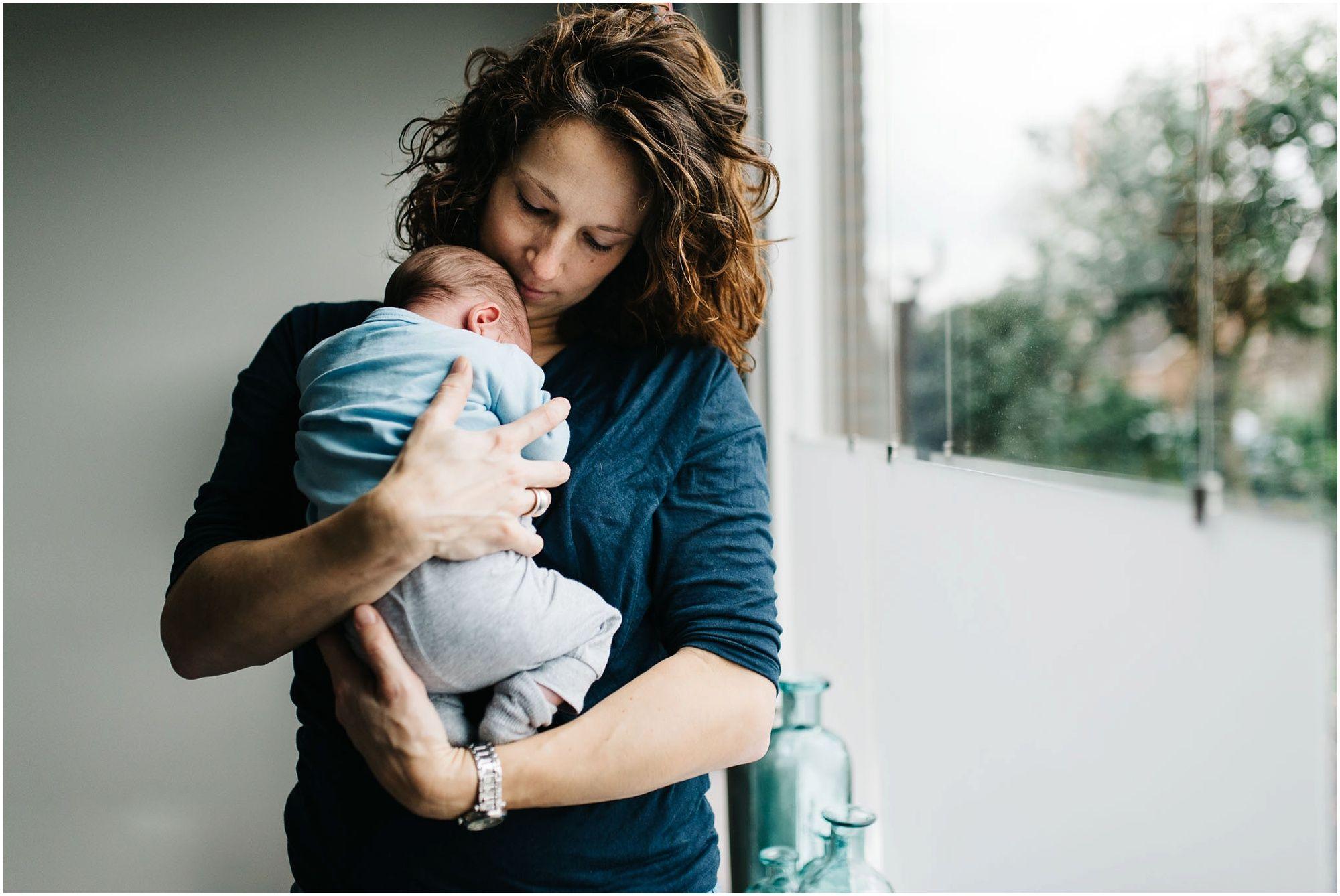 Lifestyle newbornshoot Den Bosch ongedwongen newbornfotografie