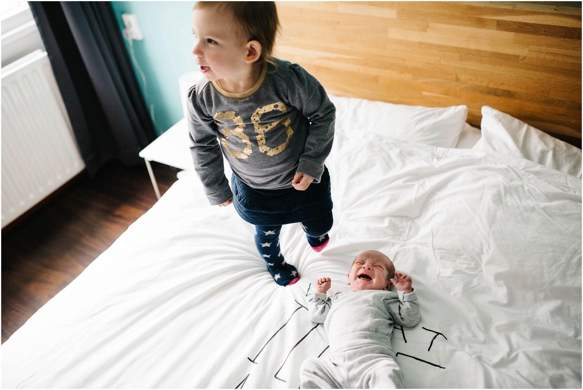 Lifestyle fotograaf newborn Den Bosch ongedwongen natuurlijke newbornfotografie