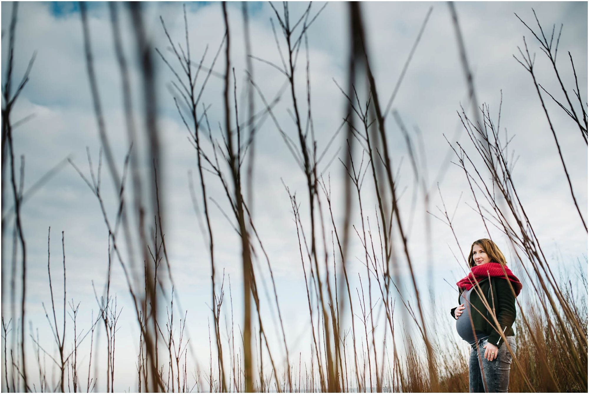 Stoere zwangerschapsfotografie Amsterdam fotoshoot zwangerschap aan zee strand
