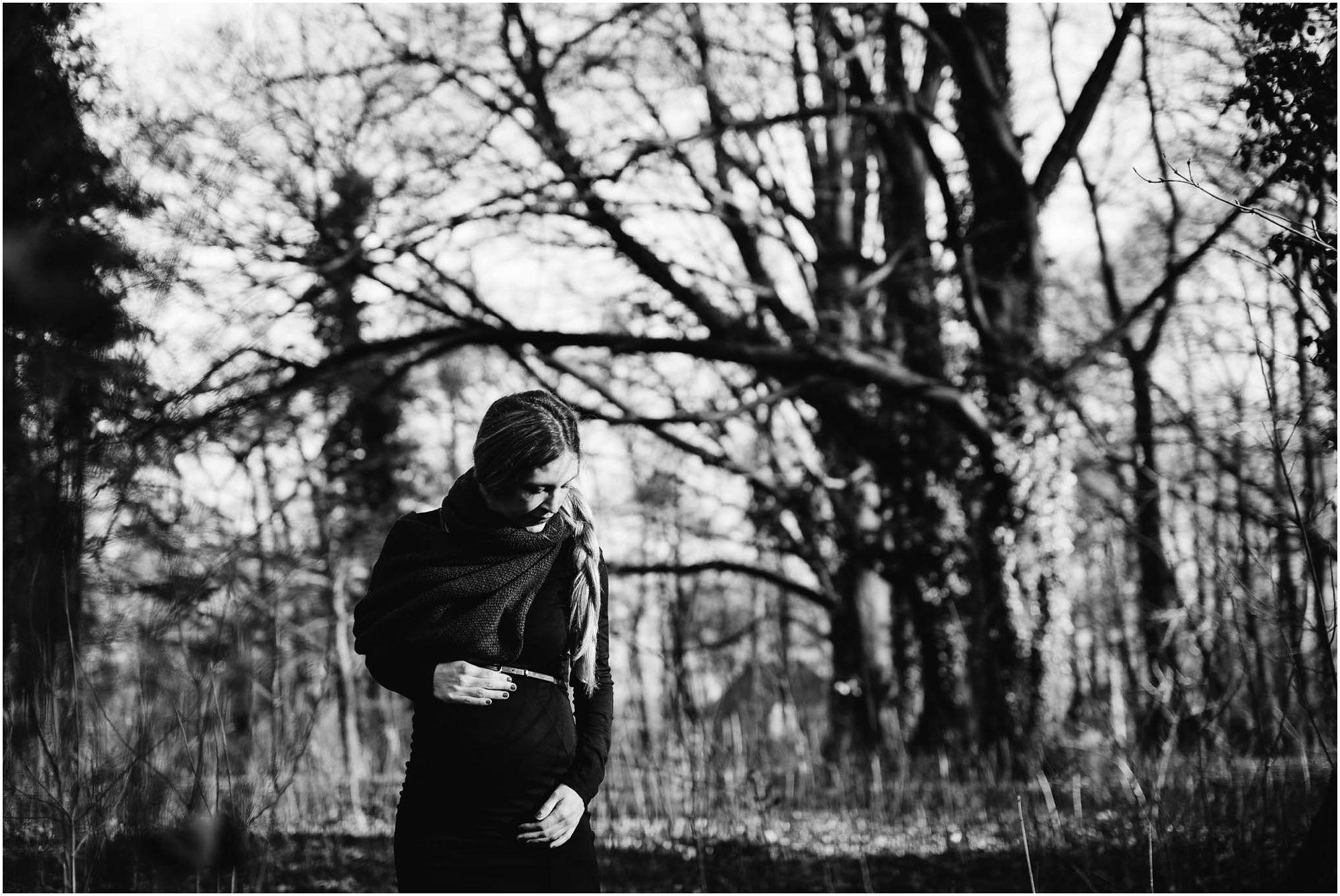 stoere zwangerschapsfotografie Den Bosch fotograaf zwangerschap buitenlocatie natuur