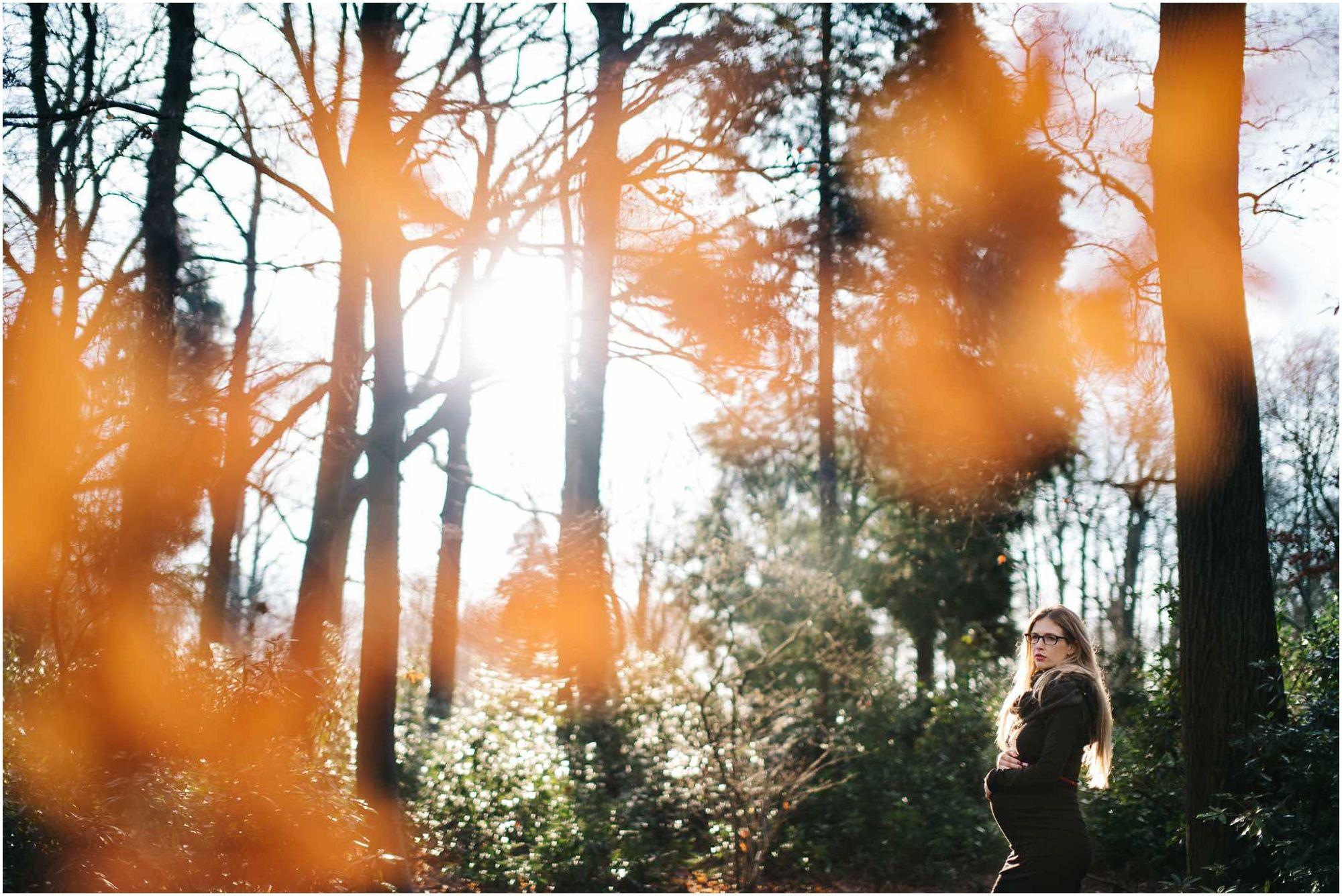 stoere zwangerschapsfotografie Den Bosch fotograaf zwangerschap buitenlocatie bos