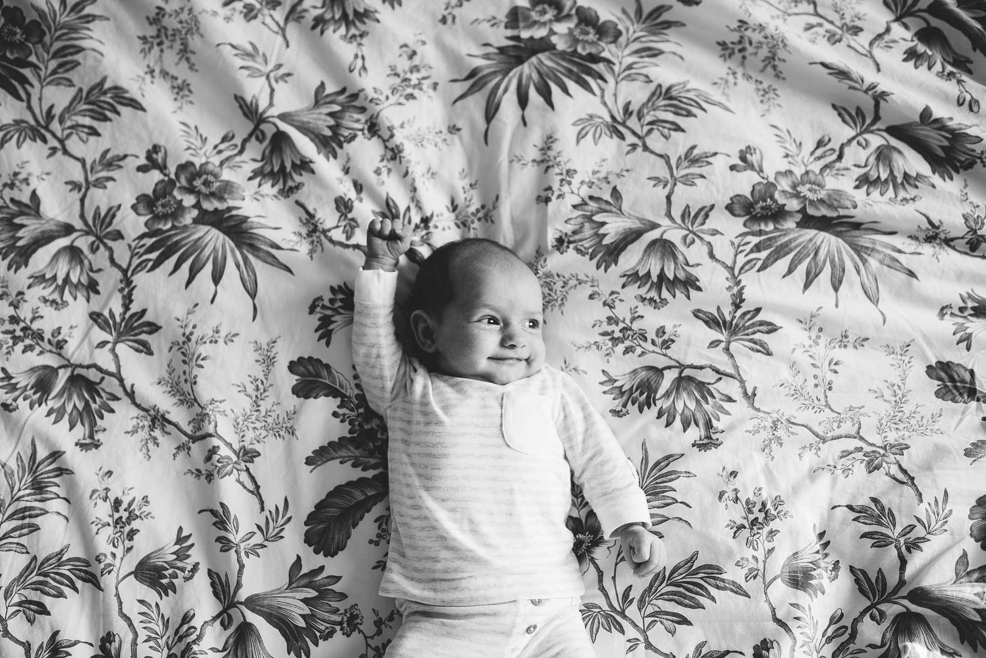 ongeposeerde natuurlijke lifestyle newbornfotografie thuis fotograaf newborn den bosch rosmalen