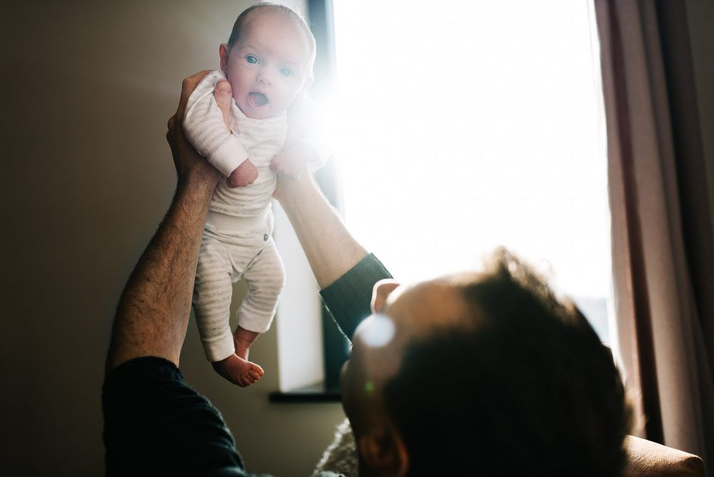 ongeposeerde natuurlijke lifestyle newbornfotografie fotograaf newborn den bosch rosmalen fotoshoot thuis