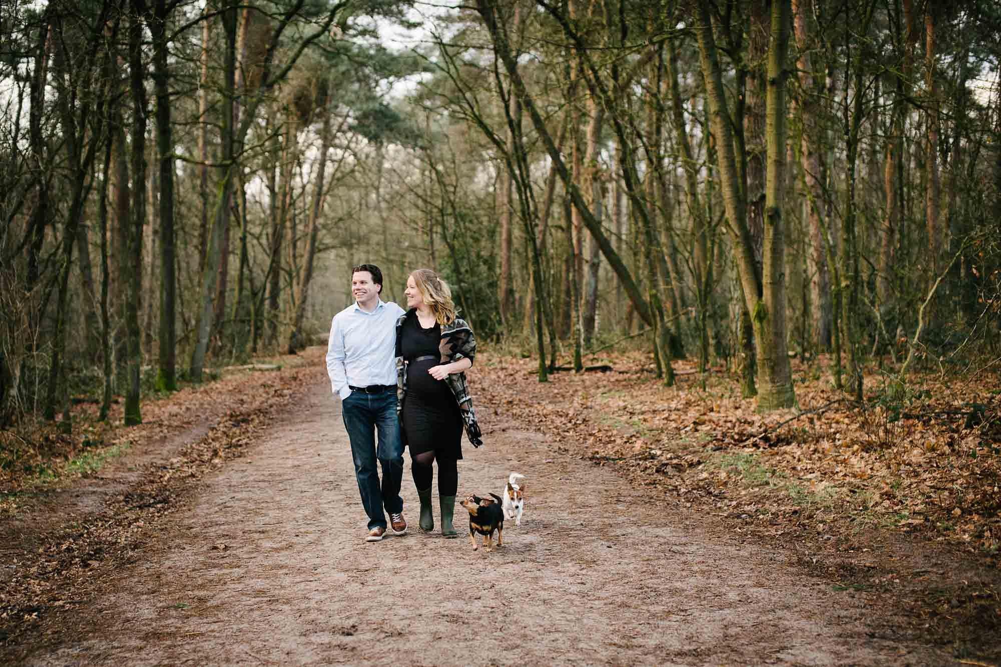 zwangerschapsfotografie Vught fotograaf zwangerschap Den Bosch fotoshoot zwanger met hond