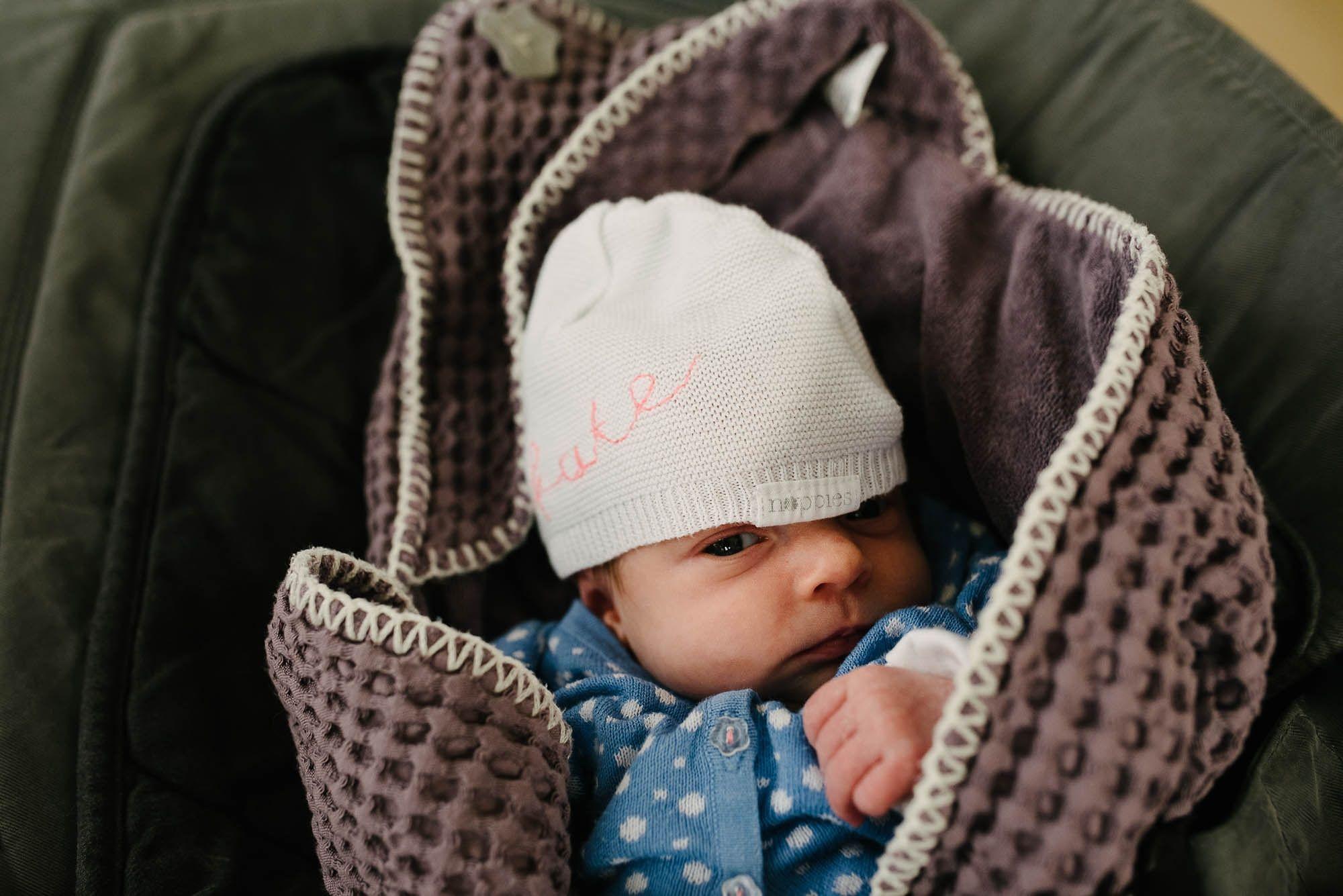 Newborn fotografie ongeposeerd tweeling newbornfotograaf Eindhoven 012.jpg