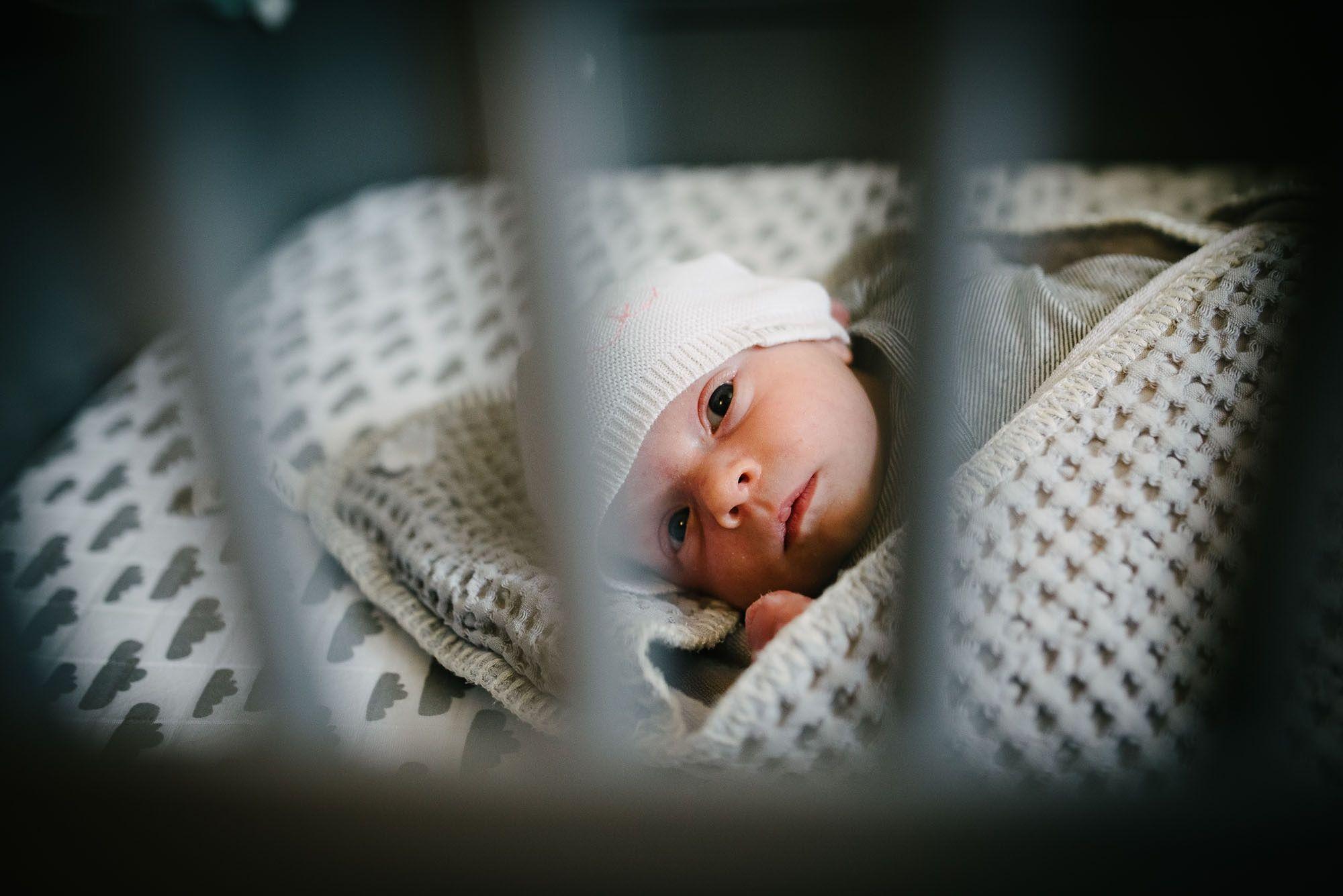 Newborn fotografie ongeposeerd tweeling newbornfotograaf Eindhoven 030.jpg