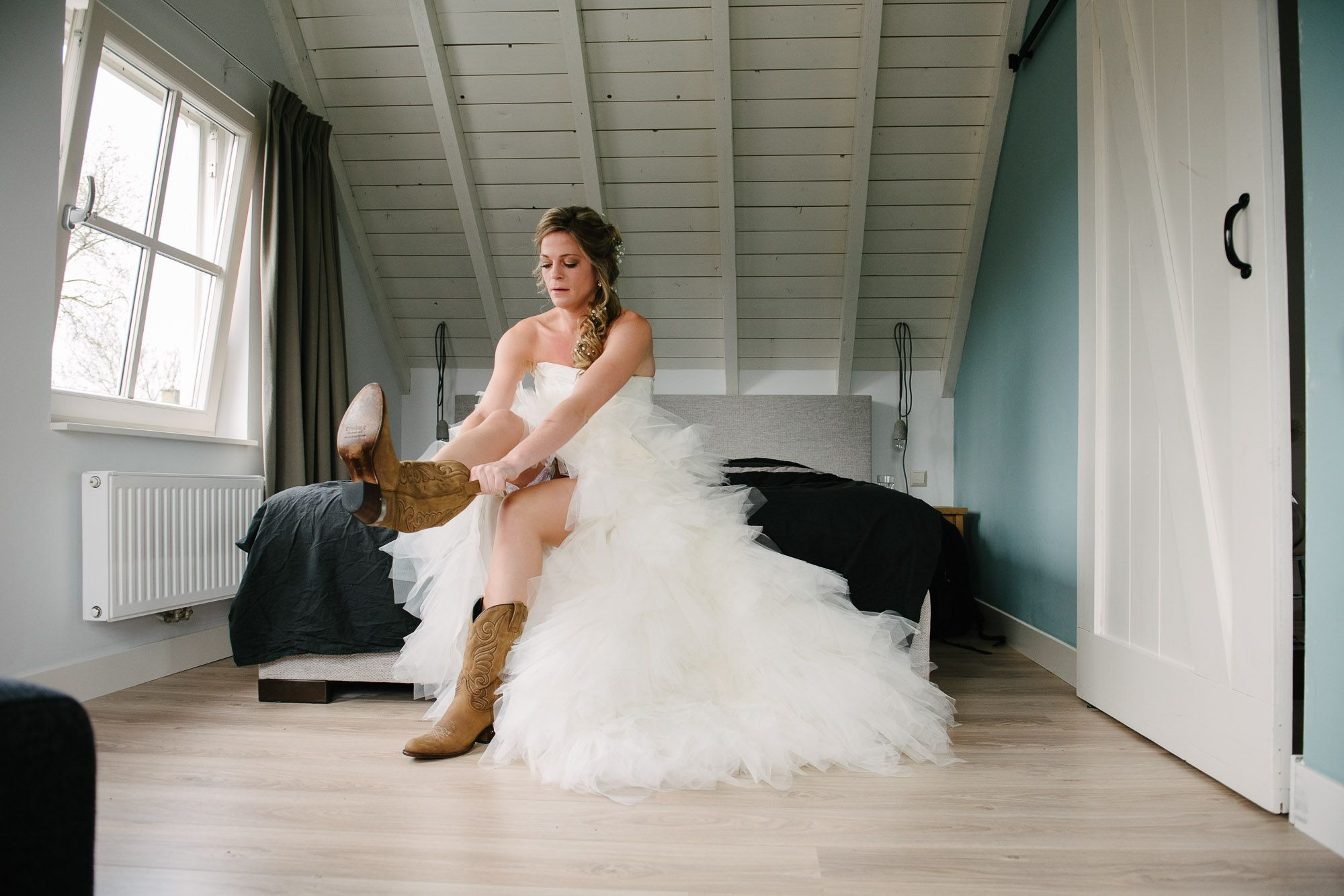 bruidsfotograaf eindhoven trouwfotograaf tilburg boerderij bruiloft landelijk