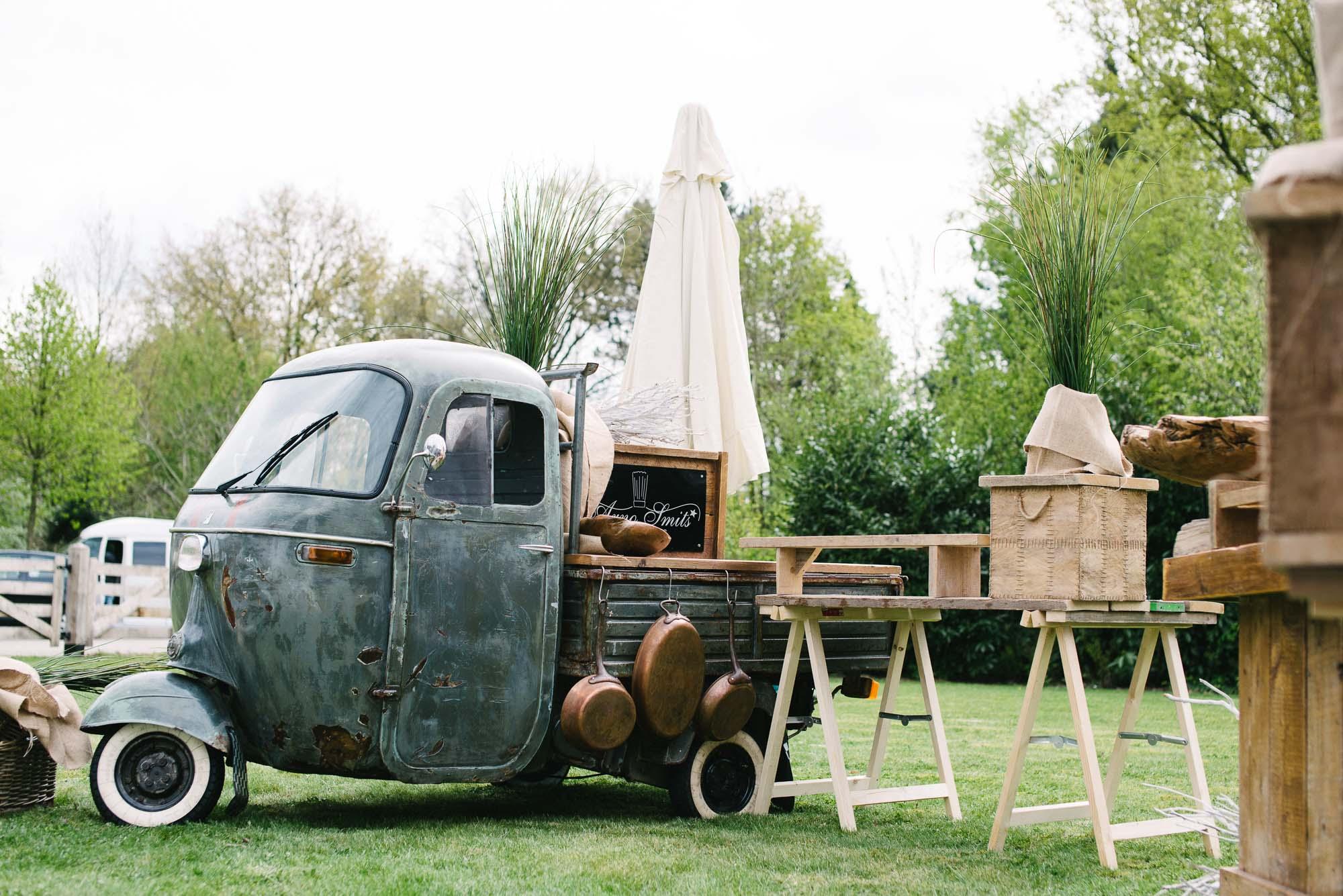 landelijk-bruiloft-decoratie-bruidsfotograaf-tilburg
