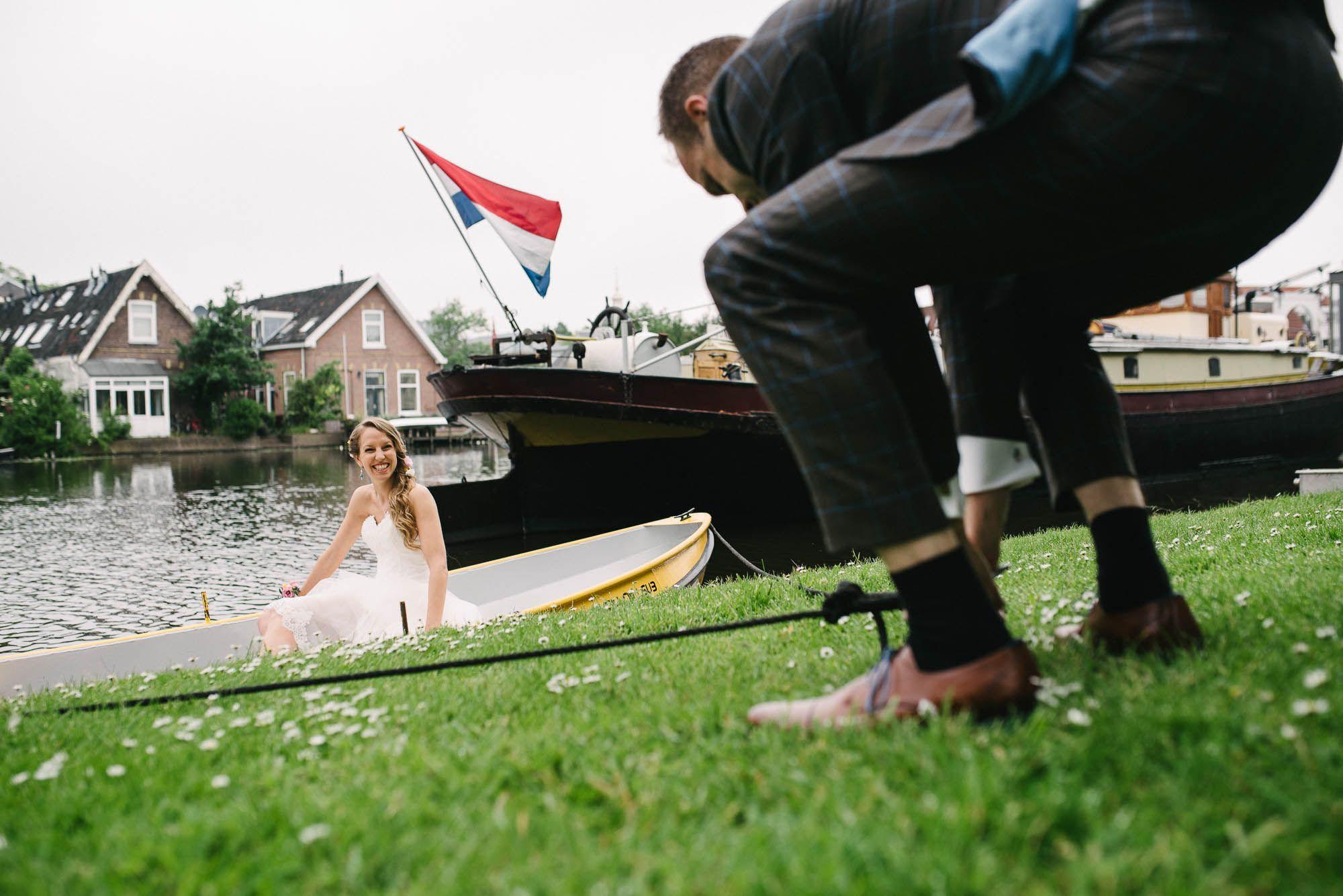journalistieke bruidsfotografie bruidsfotograaf Leiden boottocht