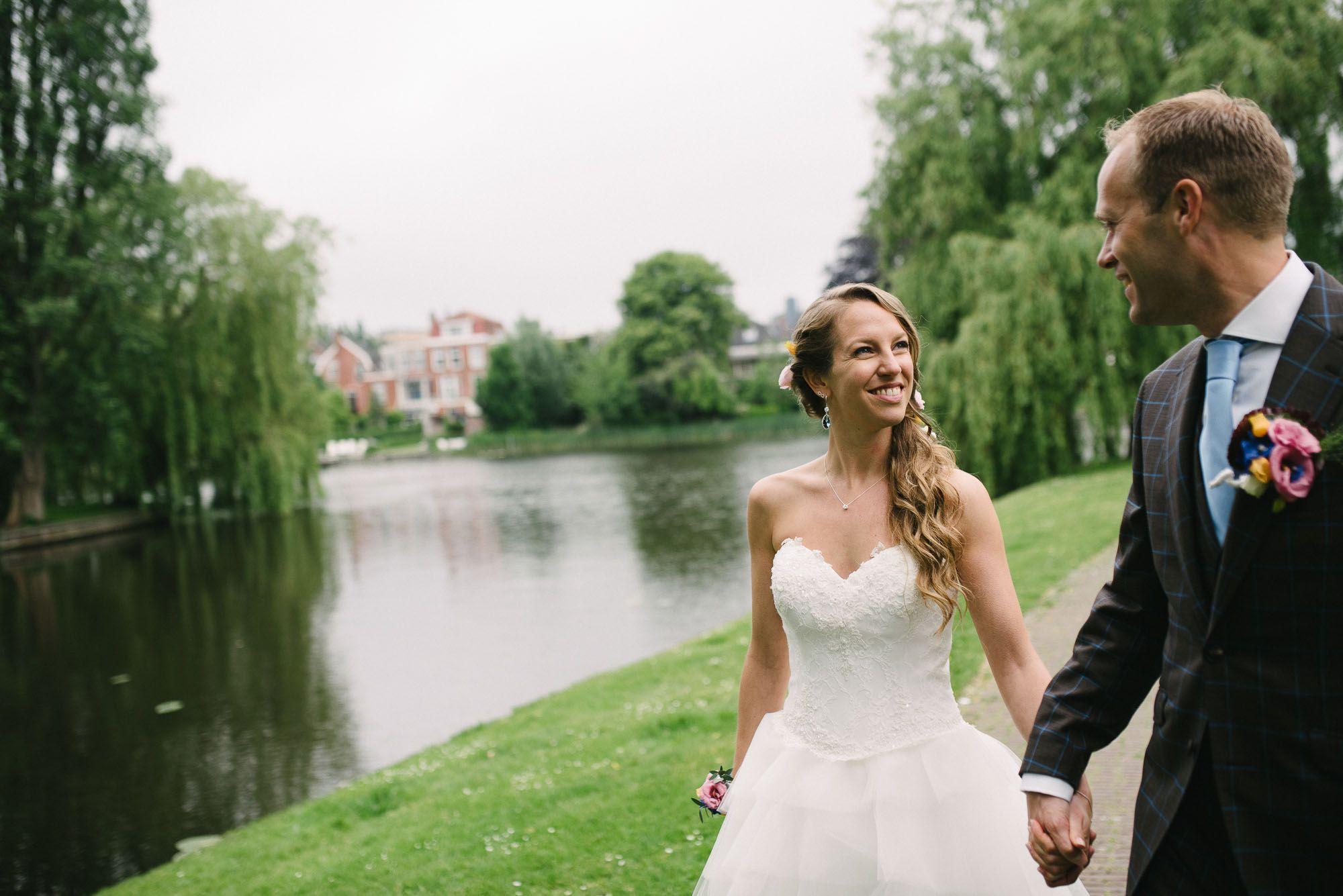 spontane bruidsfoto's fotograaf bruiloft Leiden