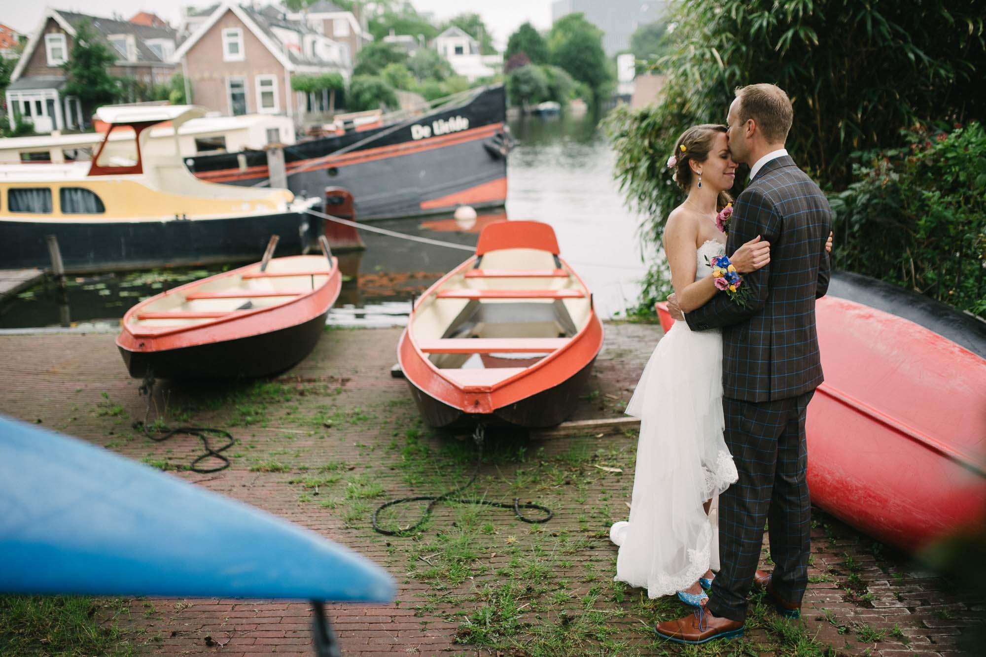 spontane bruidsfoto's buitenlocatie fotograaf bruiloft Leiden