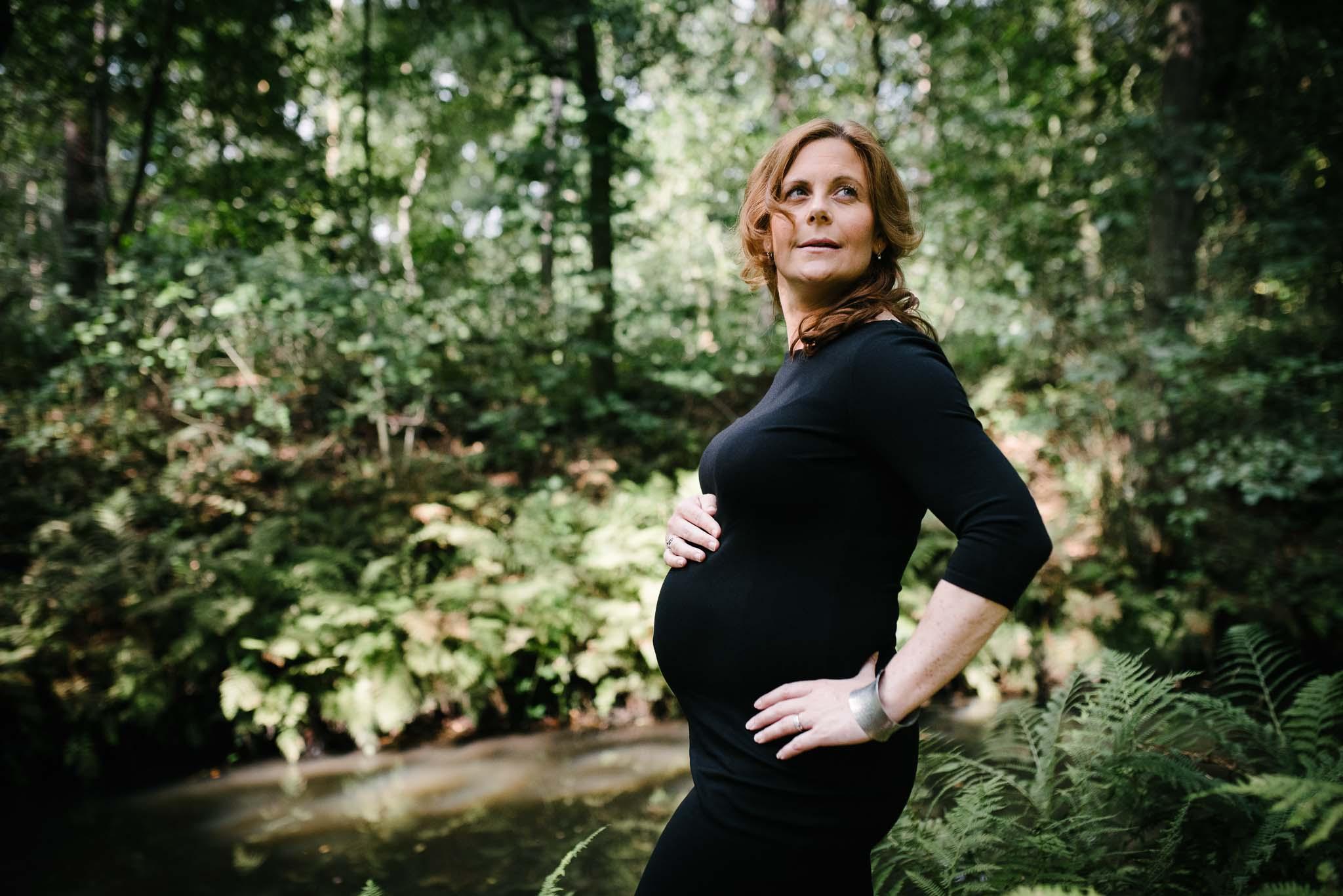 stoere zwangerschapsfotografie Den Bosch fotoshoot zwangerschap op locatie