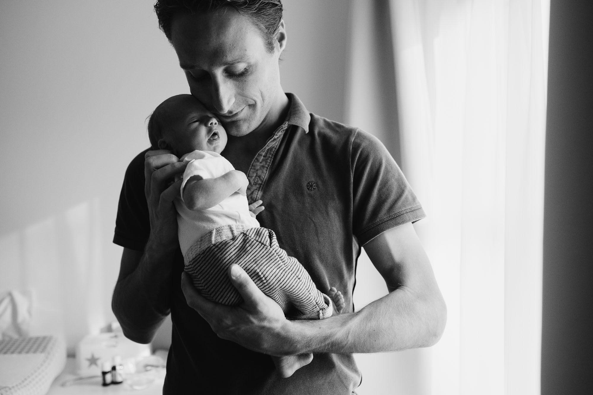 fotograaf newborn Den Bosch fotoshoot thuis ongeposeerd
