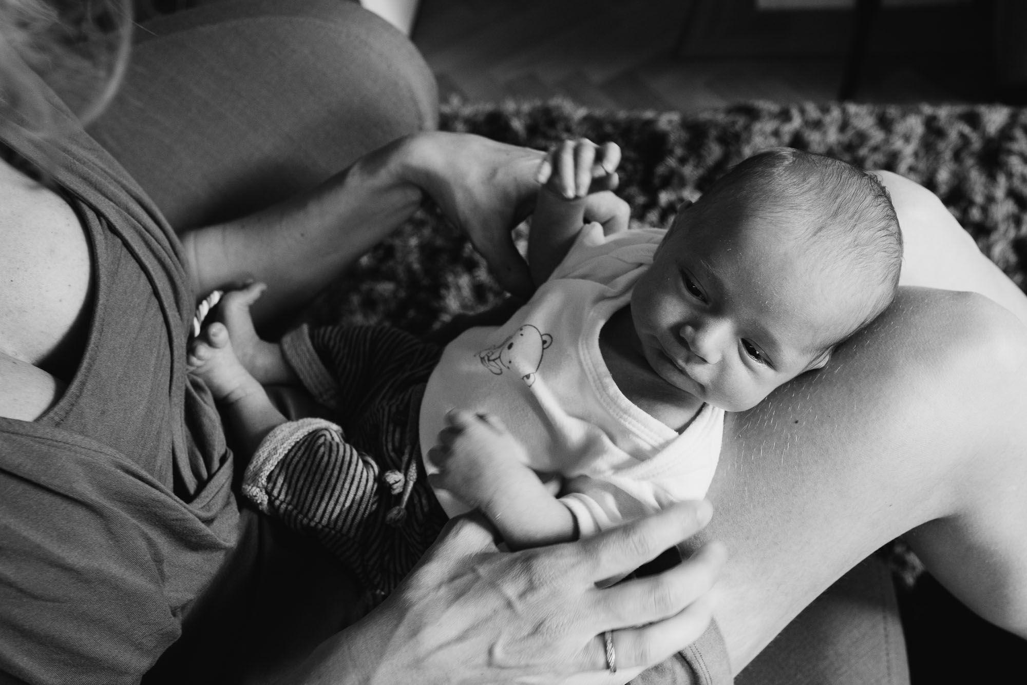ongedwongen natuurlijke fotos newborn