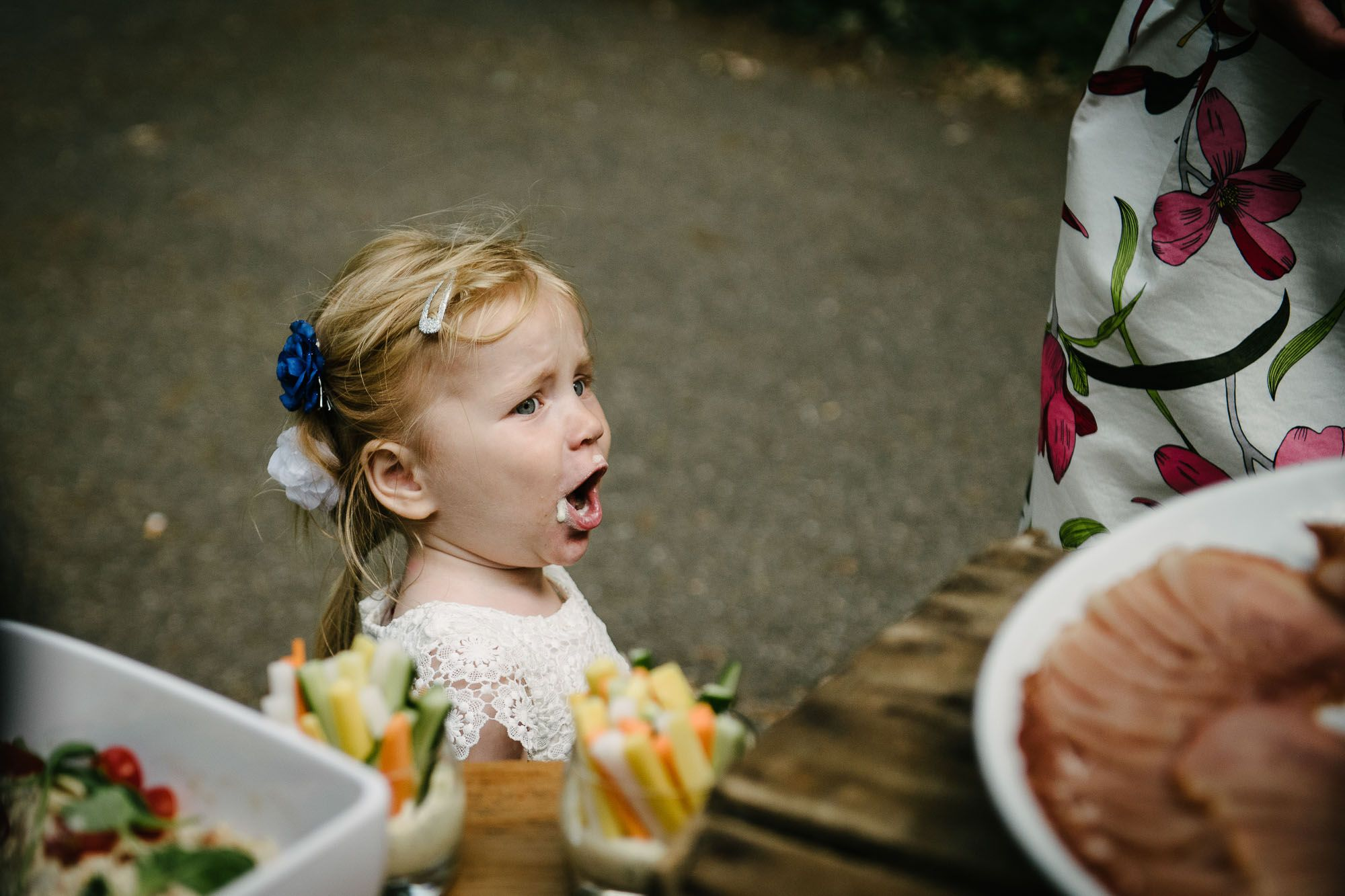 journalistieke stijl bruidsfotos fotograaf buitenbruiloft