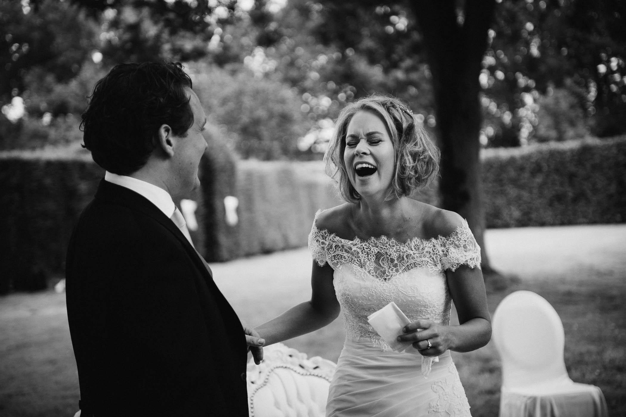 spontane journalistieke trouwfotos