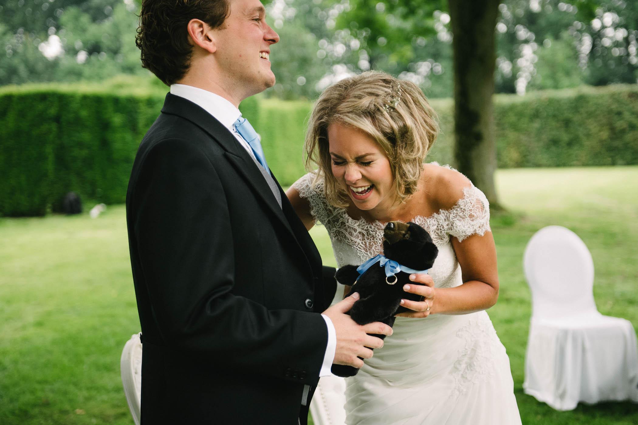 trouwen in open lucht spontane foto's