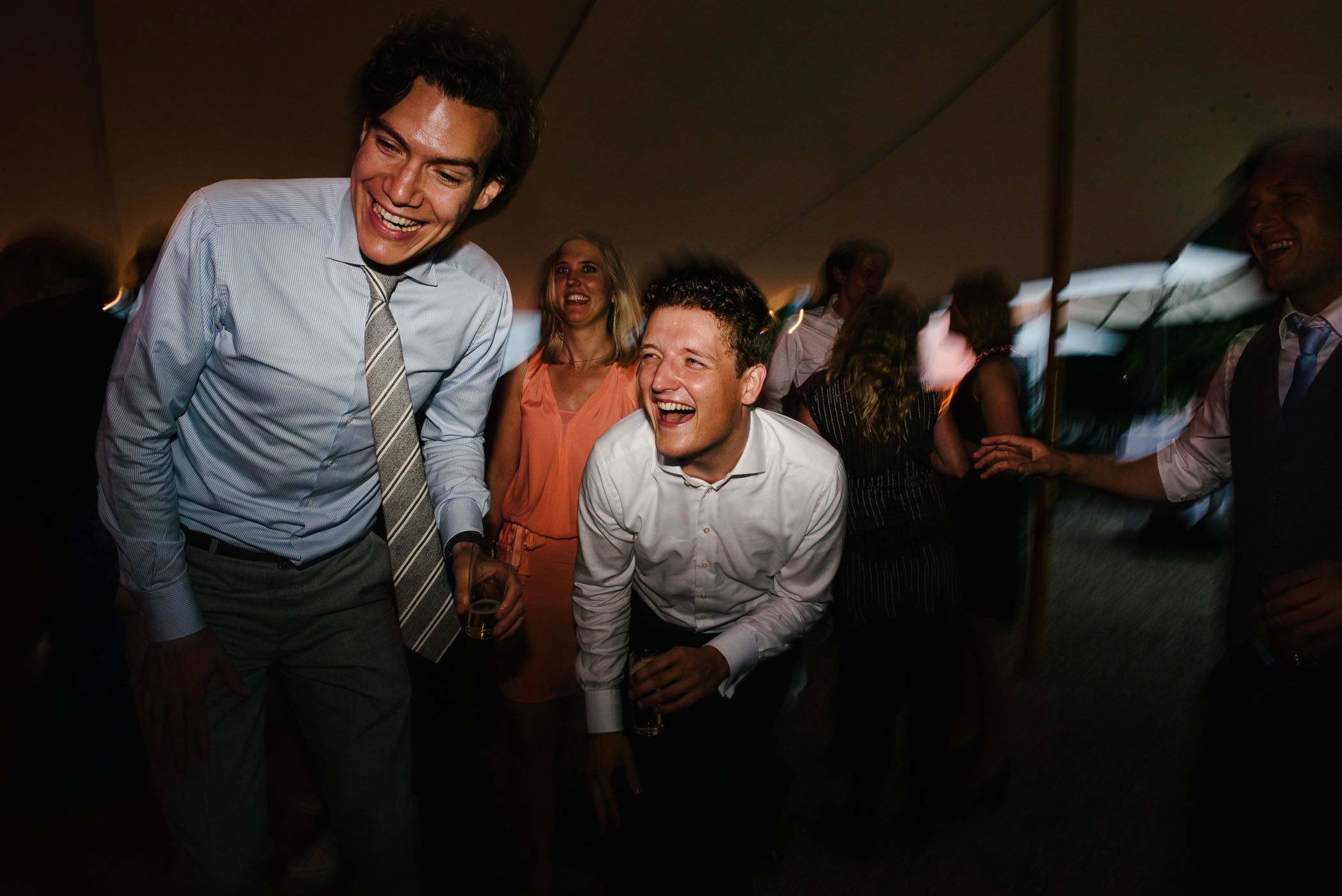 foto's bruidsfeest spontaan origineel bruidsfotograaf