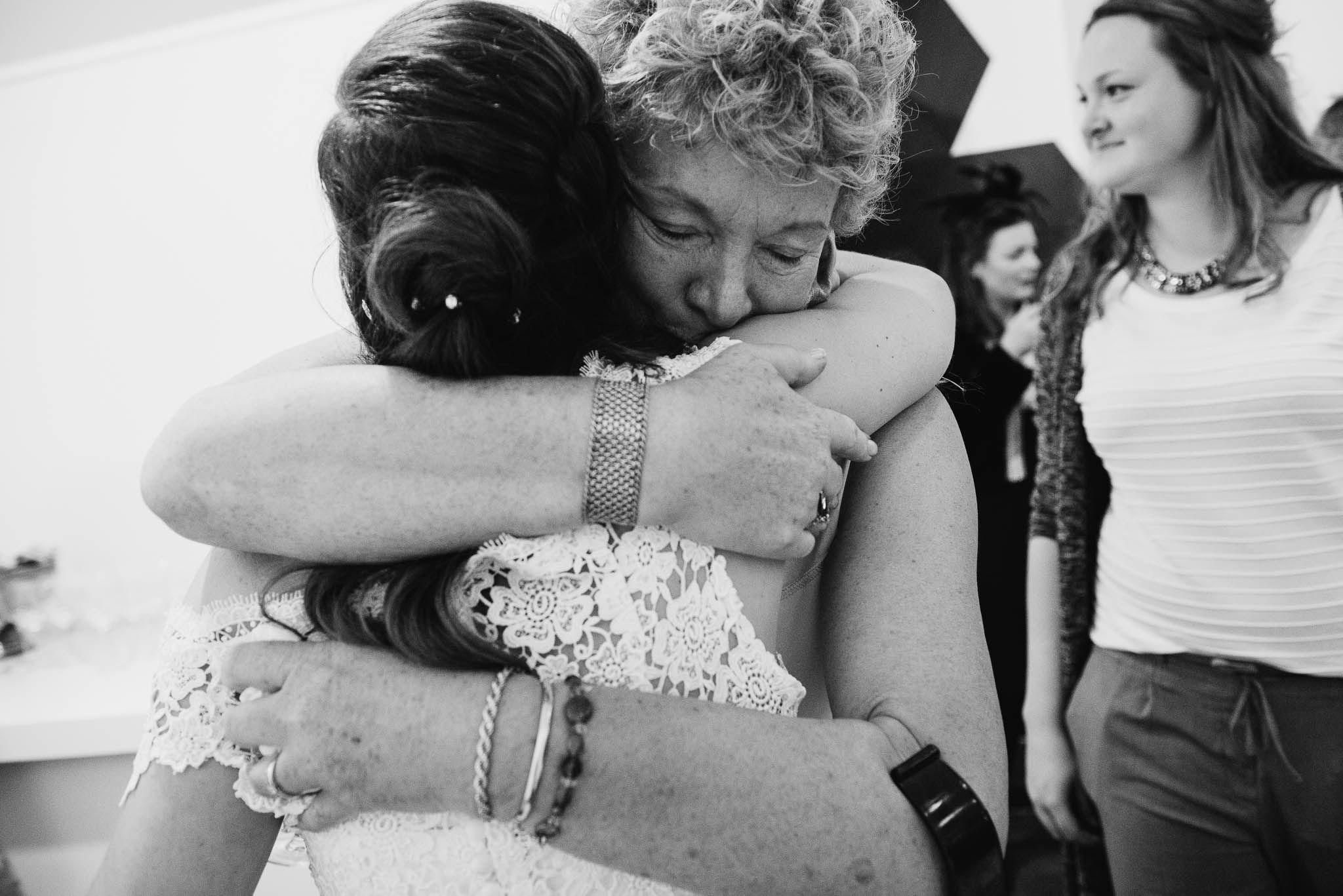 trouwen in Amsterdam bruidsfotograaf journalistiek ceremonie