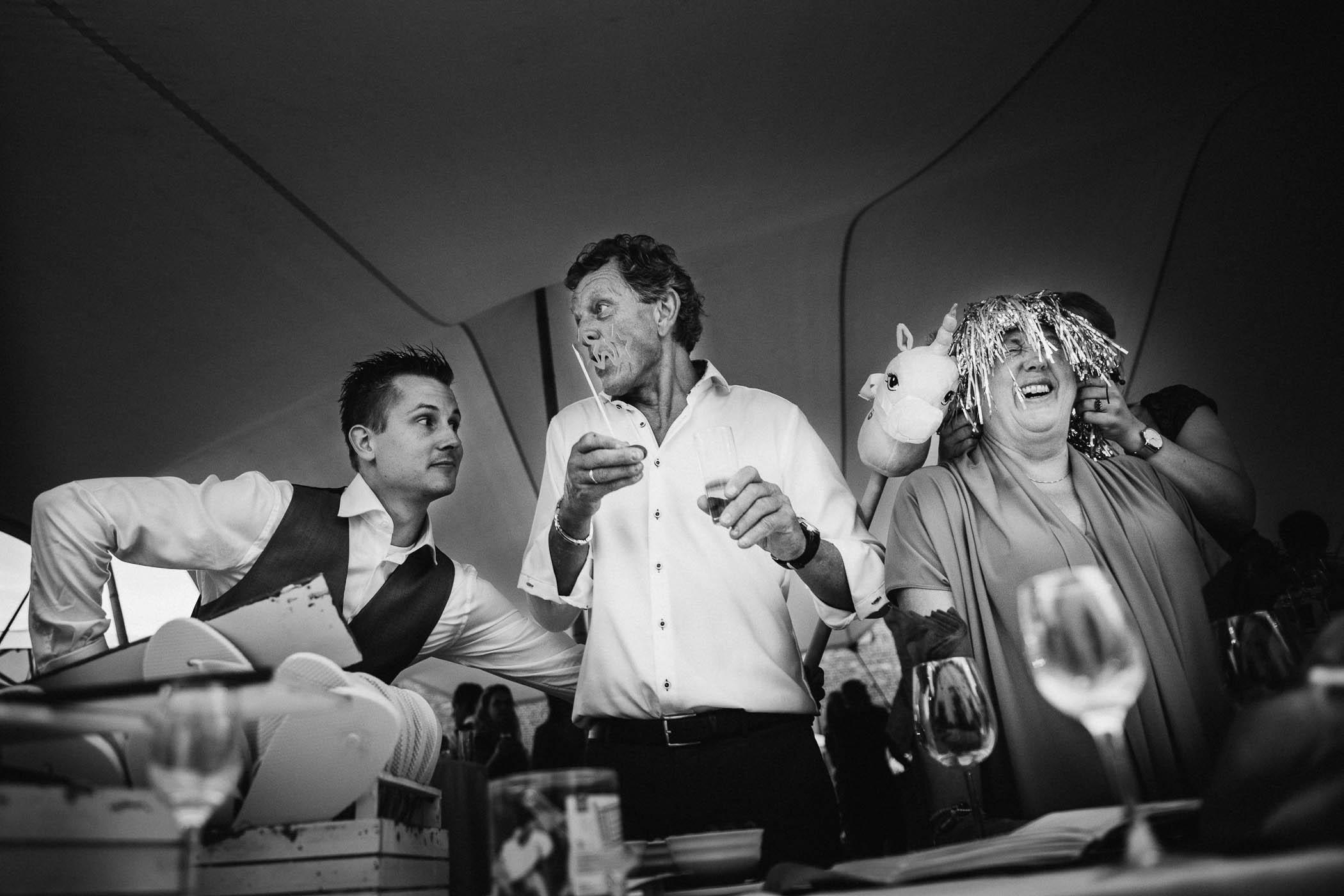 trouwfotograaf journalistiek fotograaf bruiloft humor