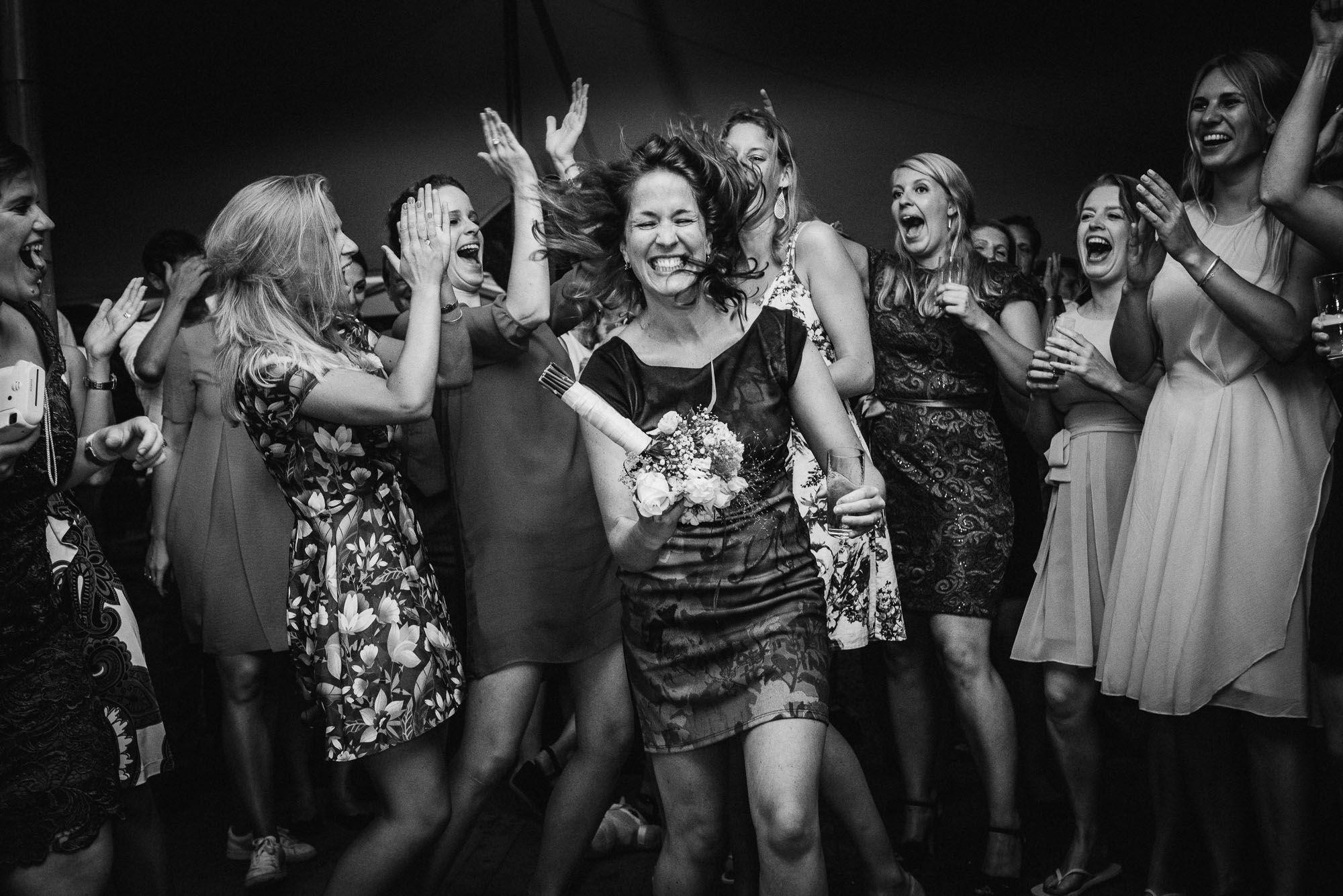 trouwfotograaf journalistiek fotograaf bruiloft spontaan
