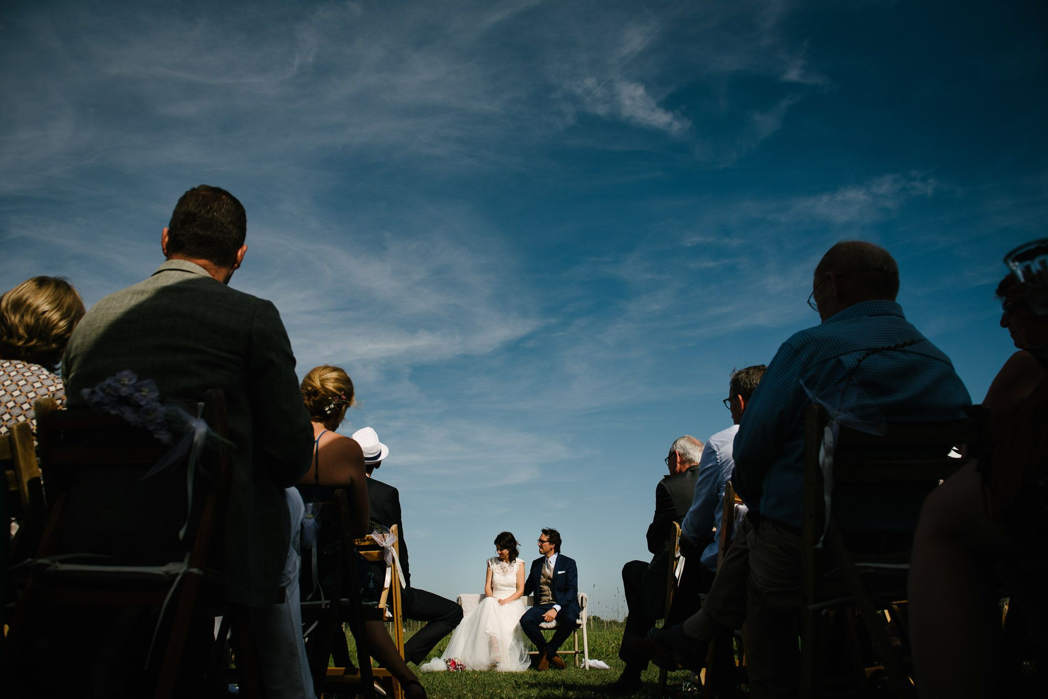 spontane journalistieke foto's bruiloft bruidsfotograaf buiten trouwen