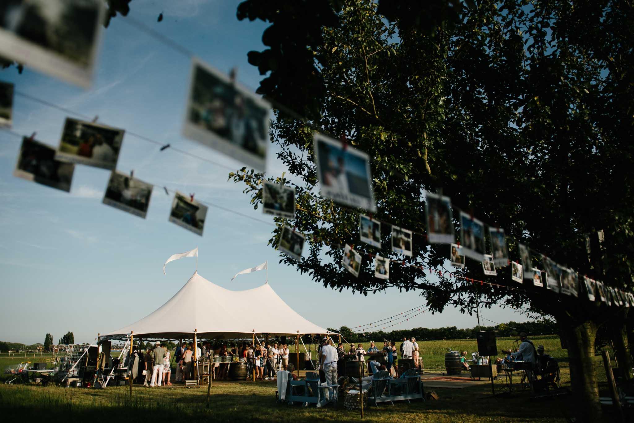 festival bruiloft buitenbruiloft fotograaf