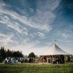 bohemian bruiloft festival stijl buiten open tent