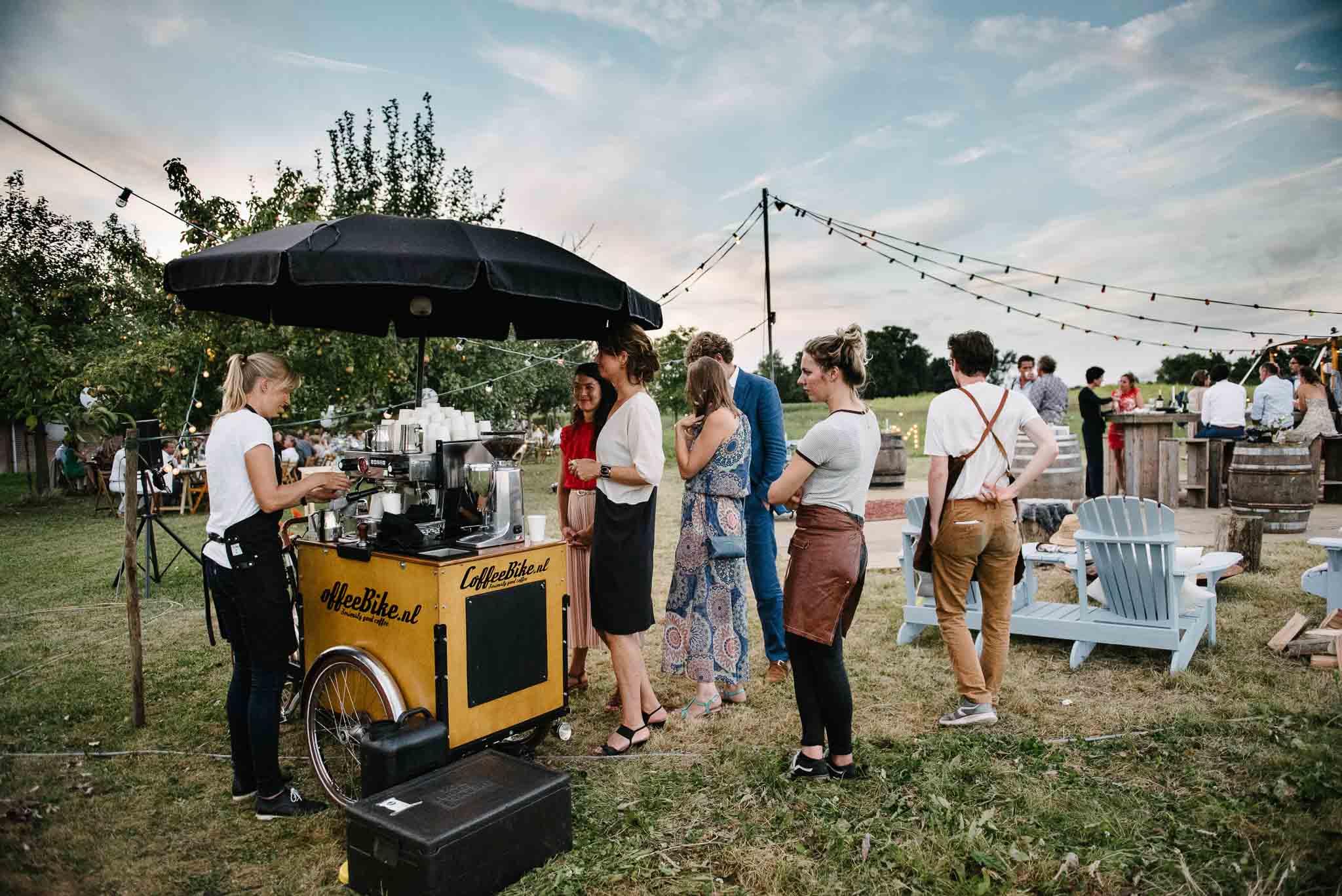 barista fiets op trouwfeest bruiloft festival stijl