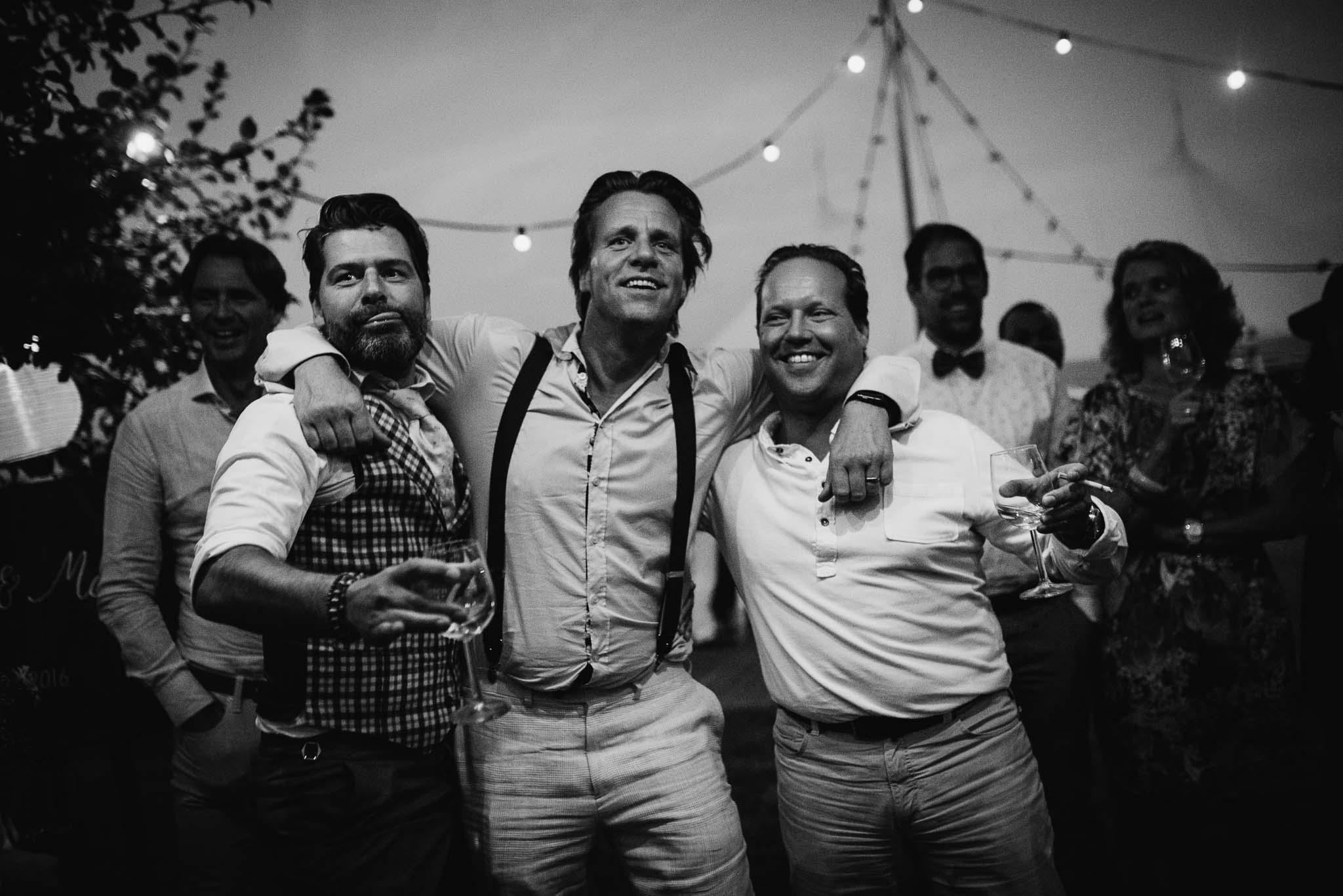 bohemian bruiloft festival stijl weiland spontane foto's