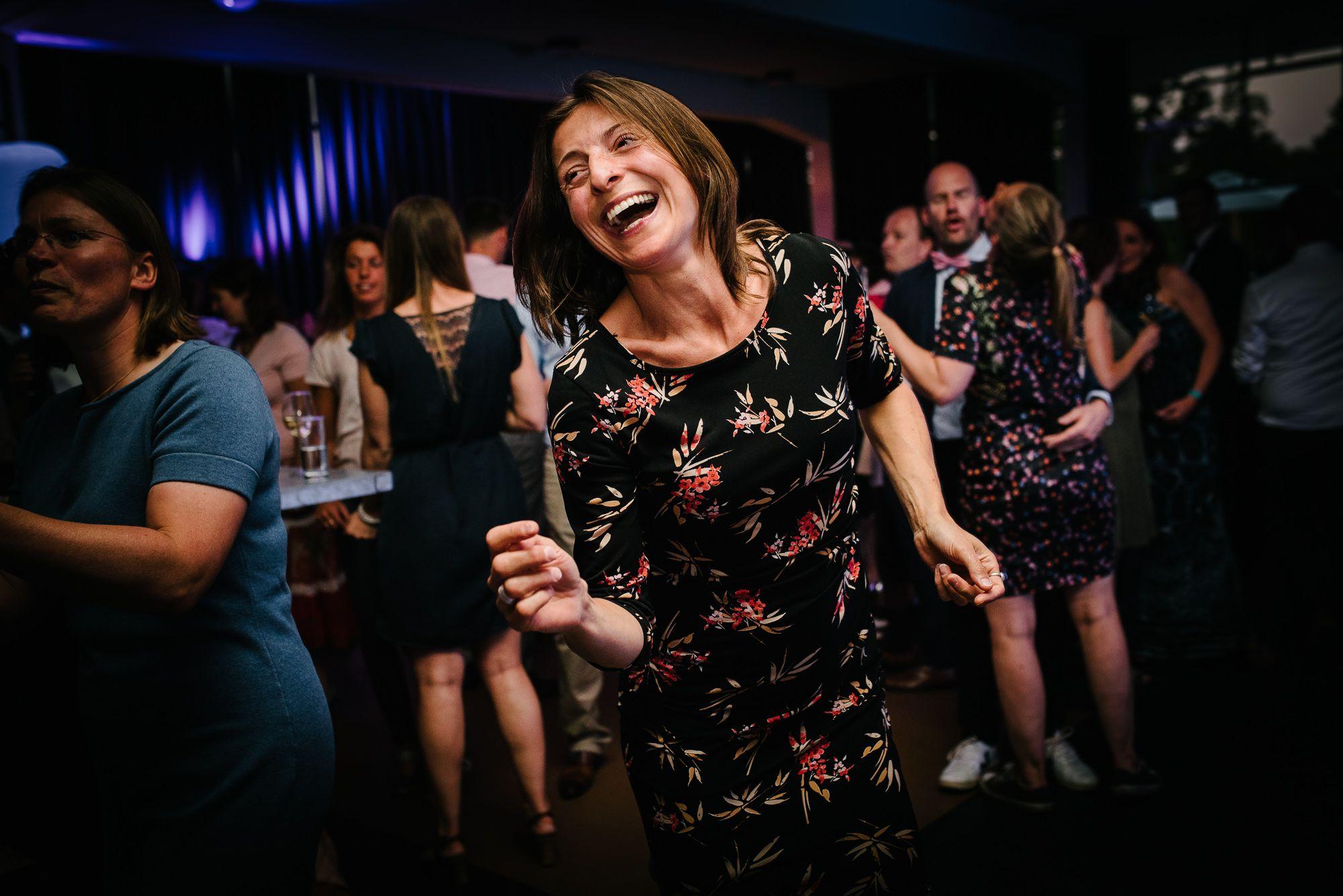 spontane feestfoto's bruiloft bruidsfotograaf hilversum