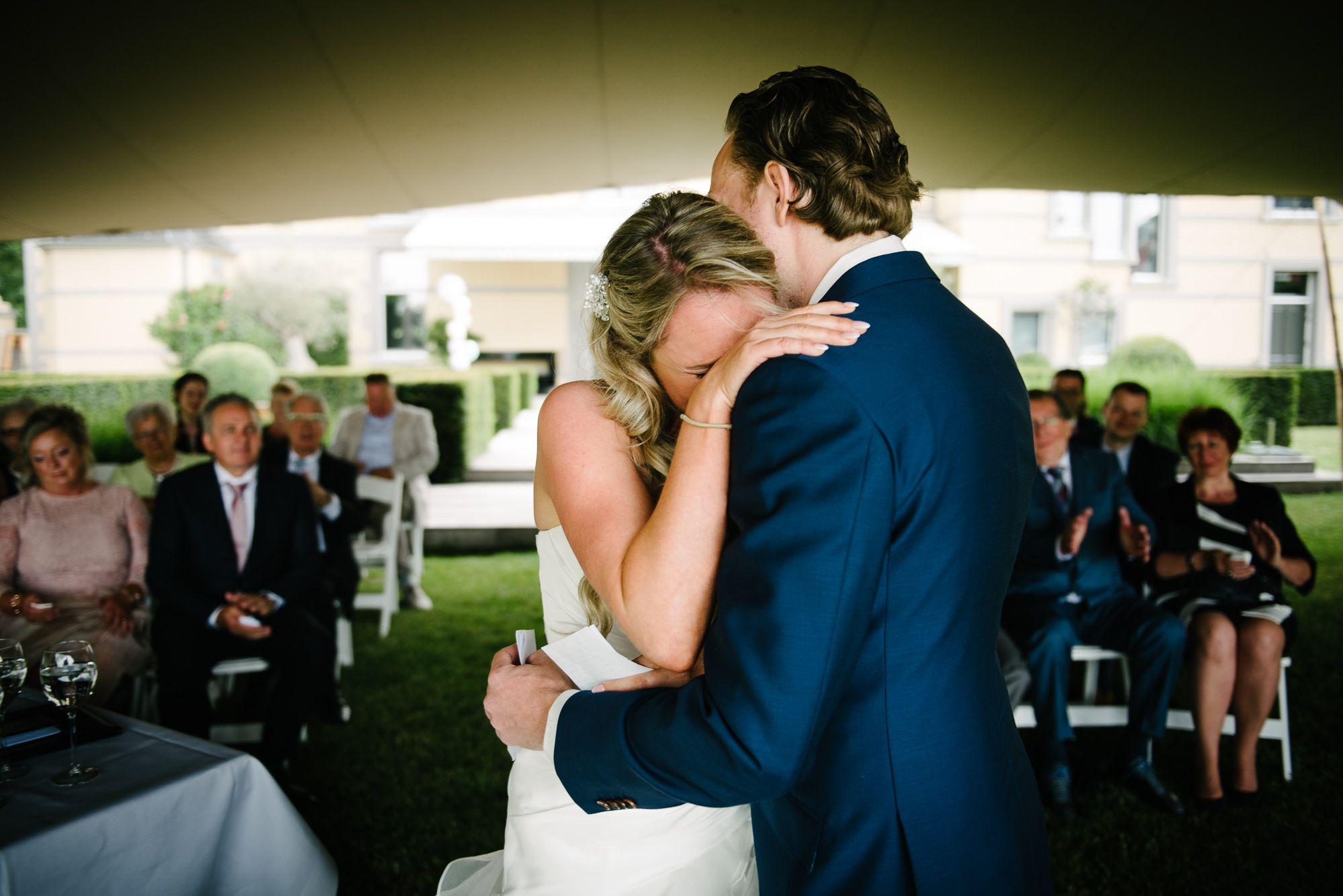 trouwen bij Kasteel de Hoogenweerth Maastricht bruidsfotograaf journalistiek