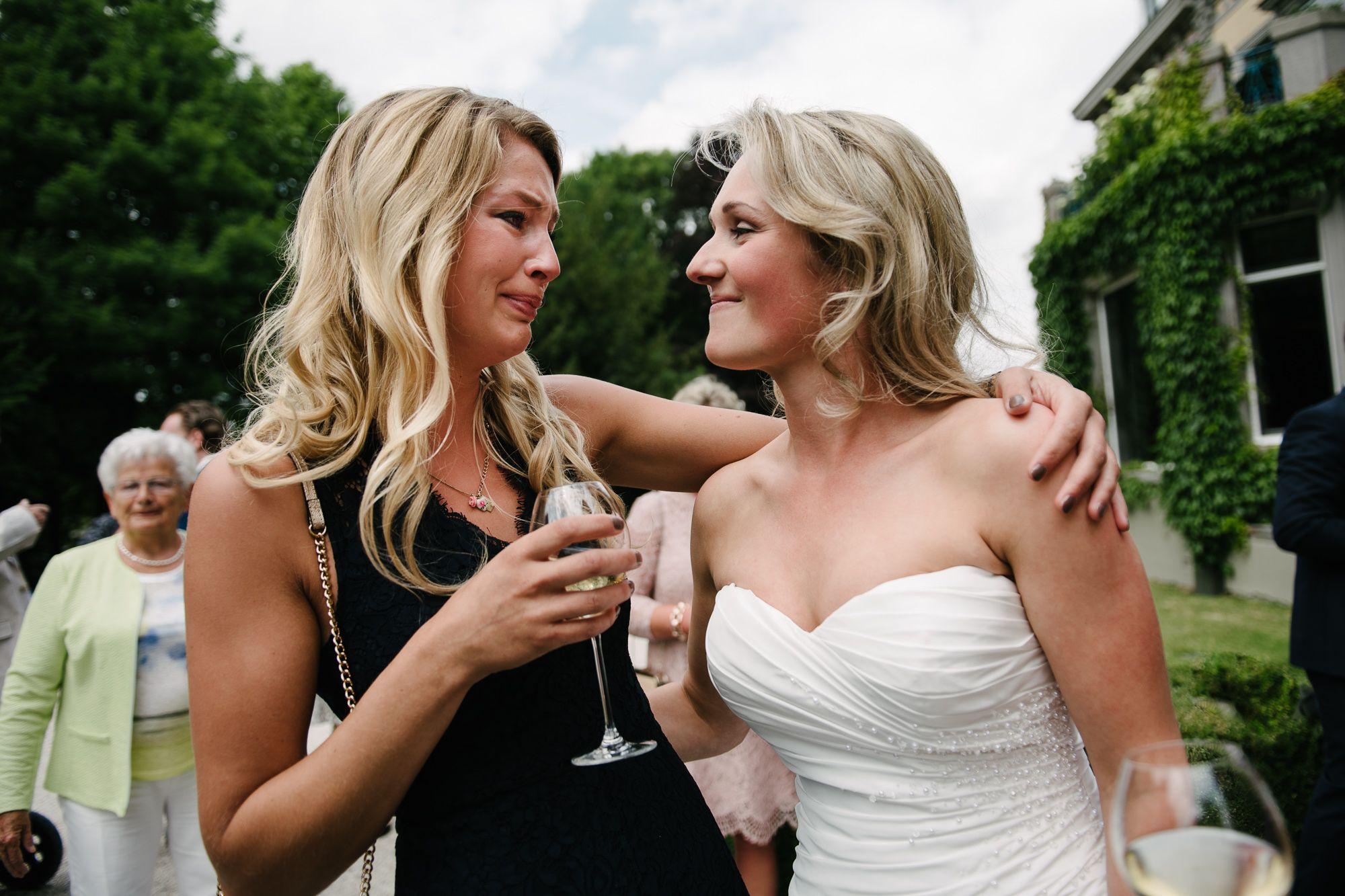 trouwfotograaf Maastricht journalistiek buitenlocatie bruiloft