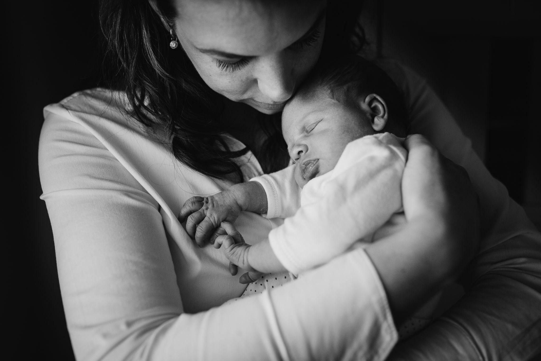 foto's pasgeboren baby thuis ongeposeerd