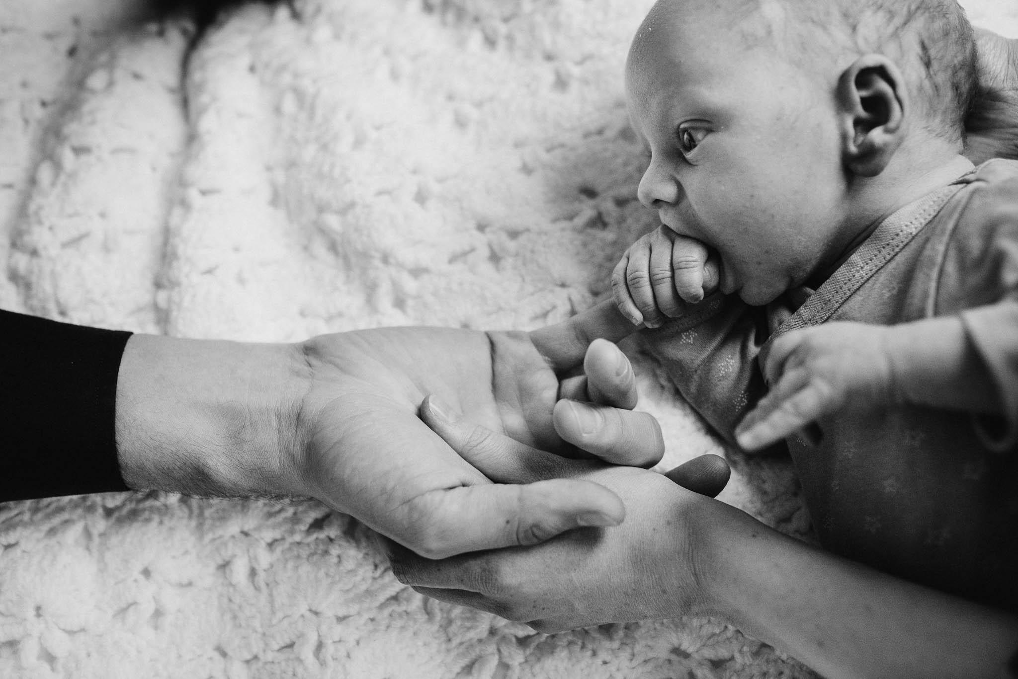 foto's newborn baby thuis lifestyle natuurlijk spontaan Den Bosch